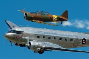 DC-3 og T-6 på Sola Airshow 2012 (foto Harald Hagen)